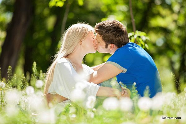 couple kissing outdoor