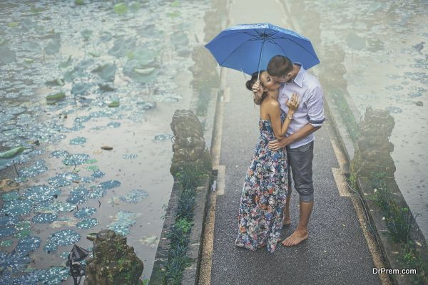 couple kissing under the rain on their first date